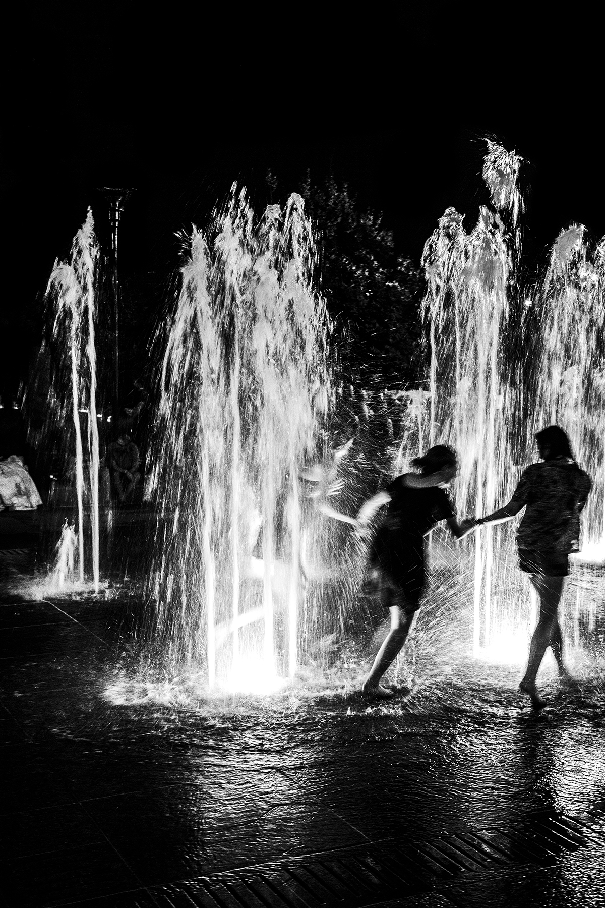 three-girls-in-the-fountain-nashville-summer-2014