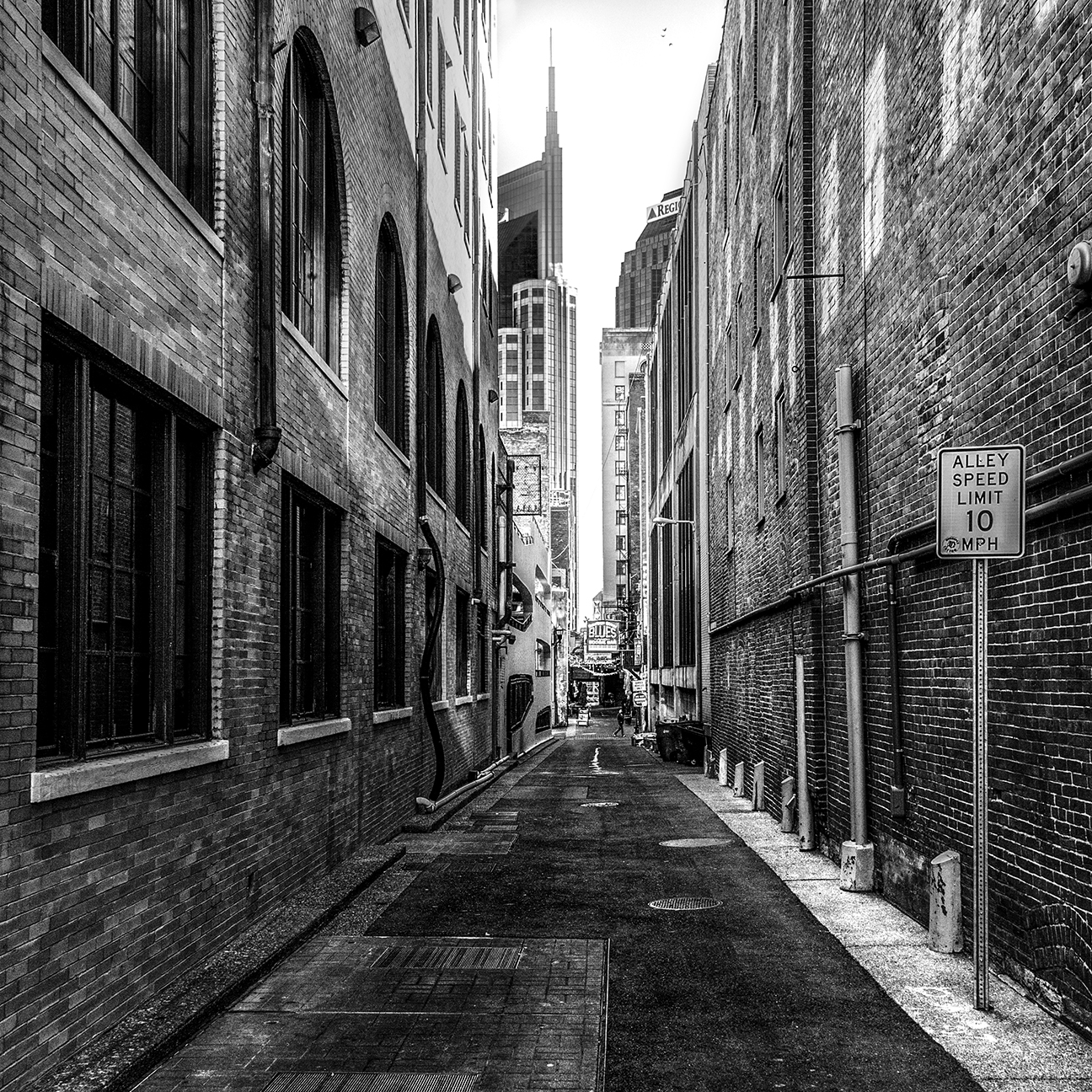 looking-south-printers-alley-2311